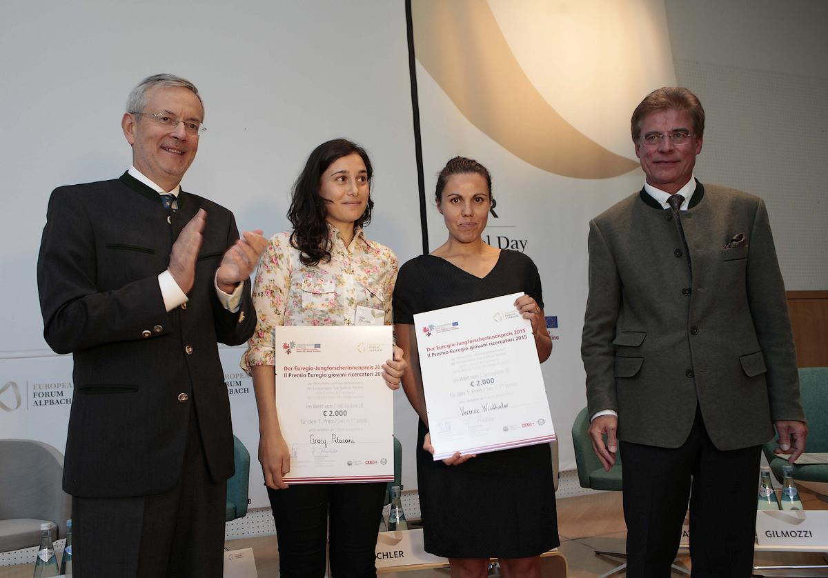Bild 1 Praemierung Gewinnerinnen (c) Land Tirol-Muehlanger