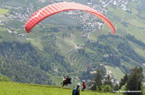 Paragleiter Hochmut Dorf Tirol 2