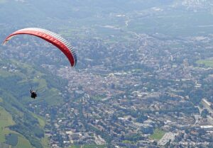 Paragleiter Hochmut Dorf Tirol 4