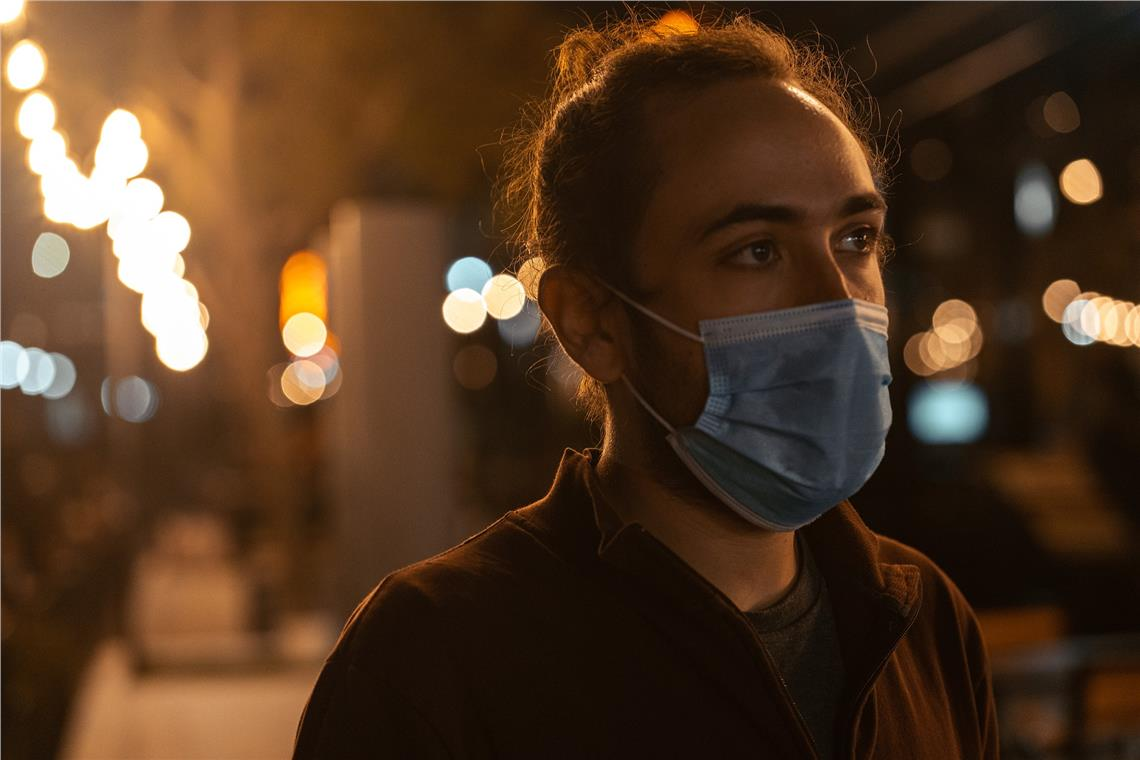 Mehr Bewegungsfreiheit, Maskenpflicht nur bei geringem Abstand und in Innenräumen: das beinhaltet die neue Verordnung von Landeshauptmann Kompatscher, der aber nach wie vor zu Wachsamkeit aufruft.