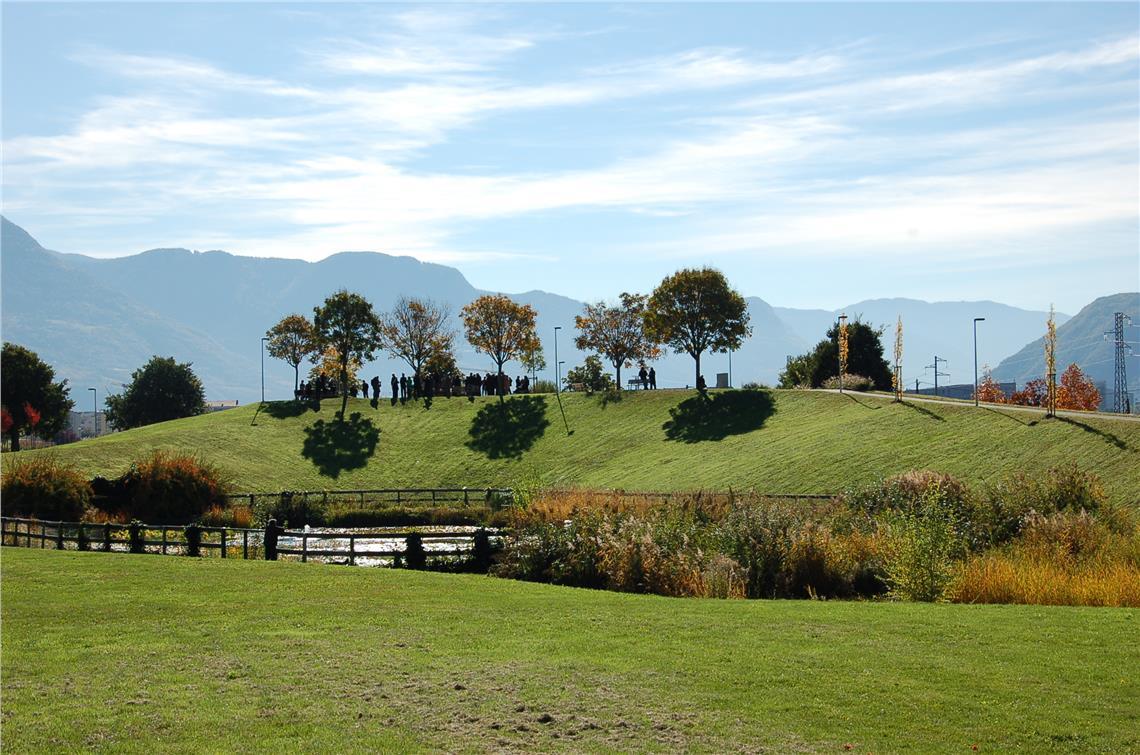 Die Landesregierung hat dem Vorschlag der Stadt Bozen zugestimmt, auf dem Hügel der Weisen einen Baum nach Lidia Brisca Menapace zu benennen.
