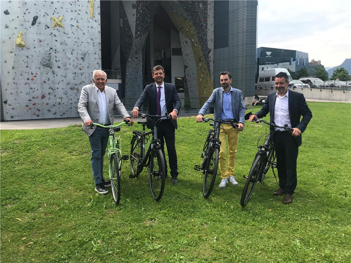 """Die Sommeraktion von """"Südtirol radelt"""", die am 7. Juni 2021 startet, hat LR Alfreider heute präsentiert. Dabei wurde auch ein Beispiel für betriebliches Mobilitätsmanagement vorgestellt."""