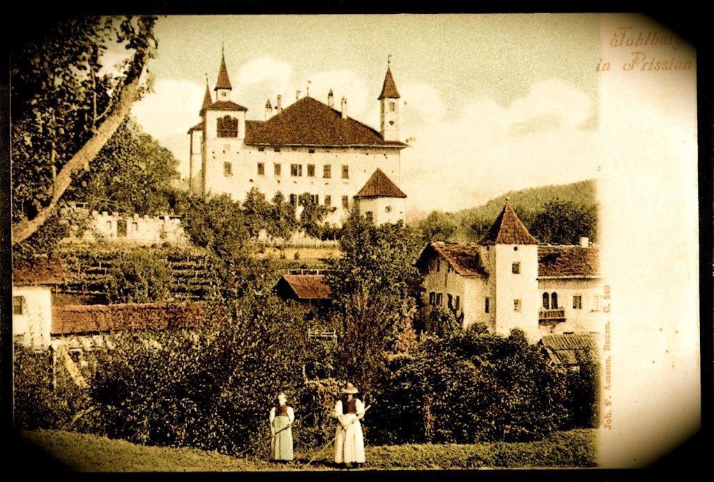 FLOHMARKT im Schlossgarten der Fahlburg in Prissian/Tisens
