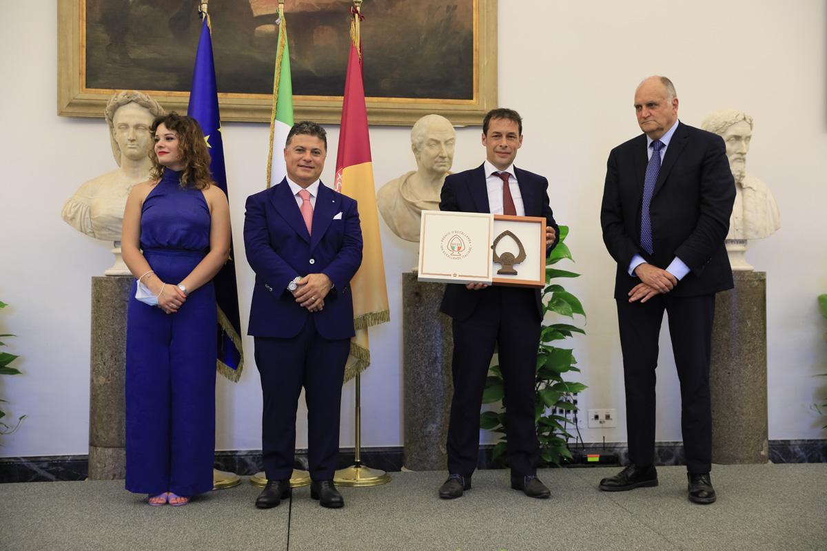 """Gesellschaft der Alperia Gruppe mit dem Preis """"100 Eccellenze Italiane"""" in Rom ausgezeichnet"""
